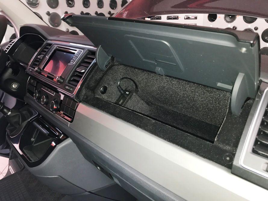 VW Multivan T6 - montáž stropního monitoru, DVB-T